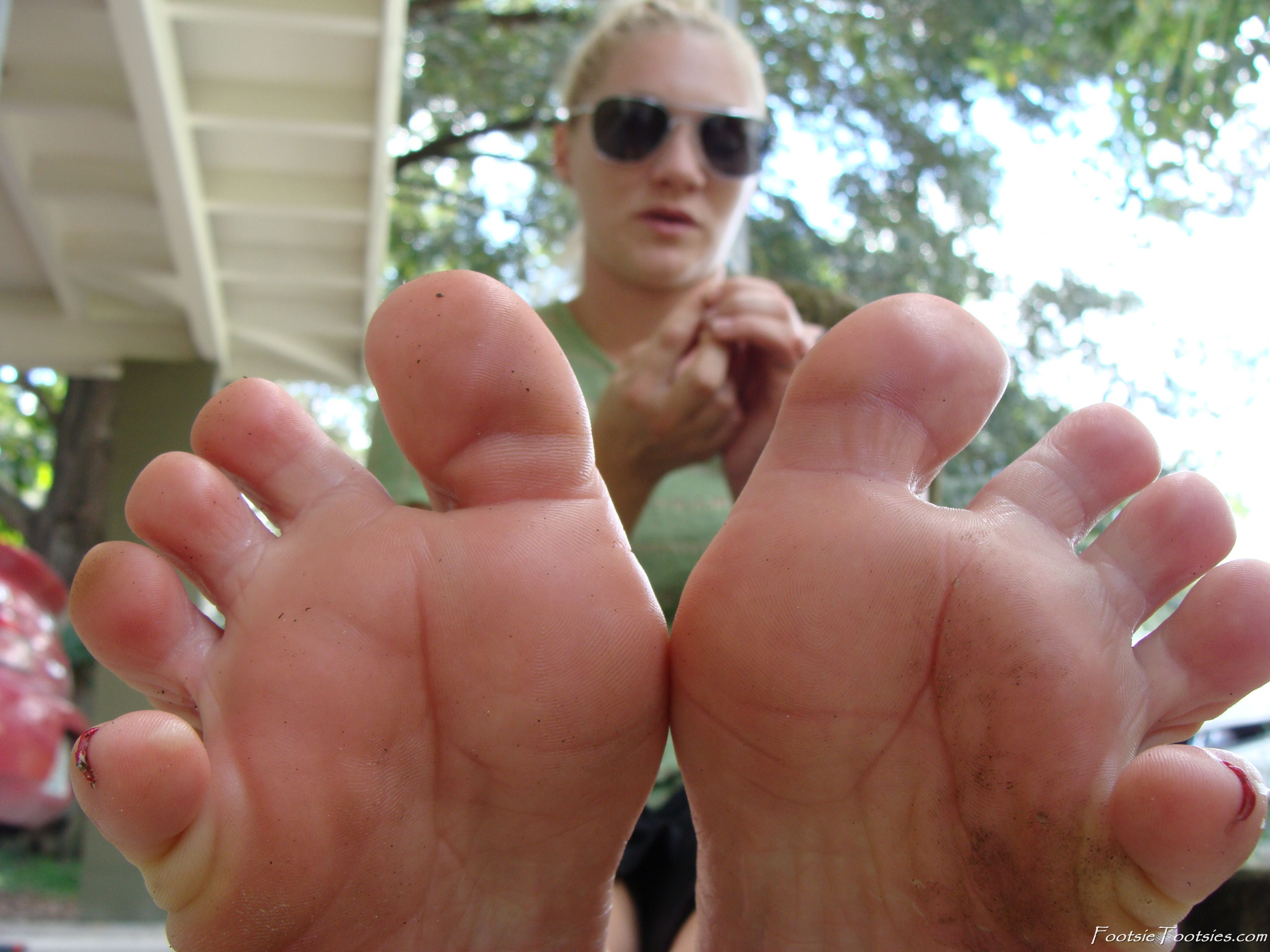 Give you tootsies foot fetish love